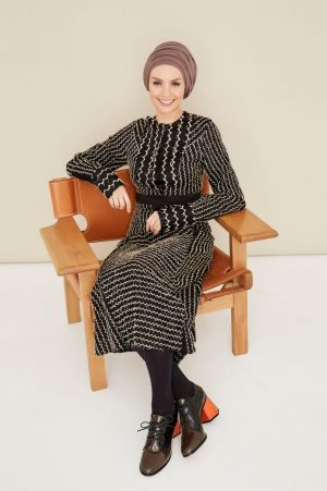Susan Carland. Make-up: Peter Beard. Styling: Penny McCarthy and Nichhia Wippell. Dress by Sportsmax.