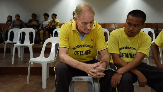 Peter Scully inside the Cagayan De Oro court handcuffed to another inmate on his first day of his trial.