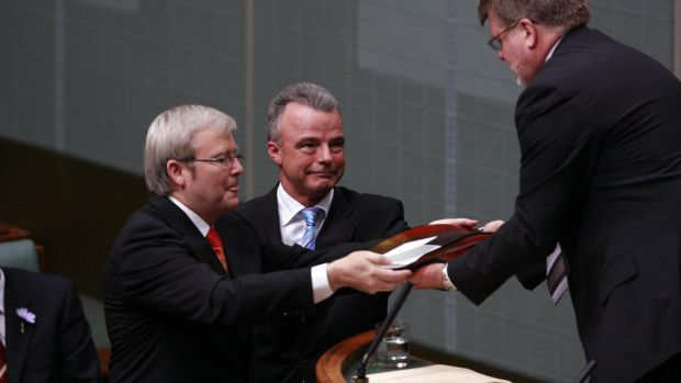 Prime minister Kevin Rudd and opposition leader Brendan Nelson deliver the official apology to the stolen generations to ...