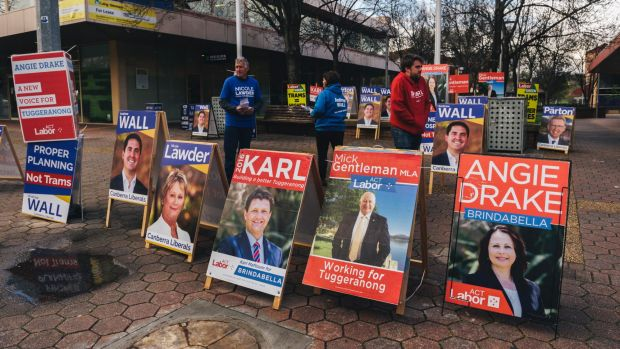 Labor and Liberal signage outside the Tuggeranong Hyperdome on Anketell St.