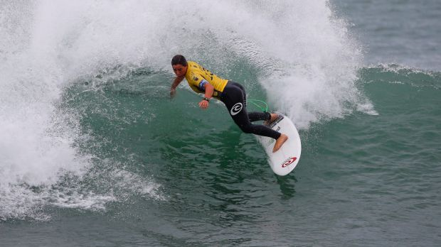 tyler wright competing for her world title at the roxy pro france