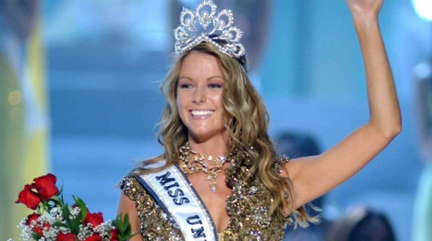 Jennifer Hawkins after being crowned Miss Universe