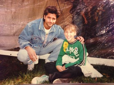 """The Big Bang Theory's Mayim Bialik shared this throwback picture on Twitter on November 4, 2016. """"Me and John Stamos at ..."""