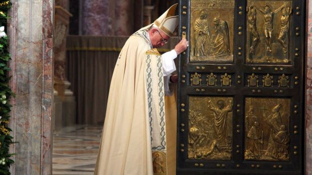 Pope Francis closes the Holy Door in St Peter's Basilica on November 20, 2016 in Vatican City, Vatican.