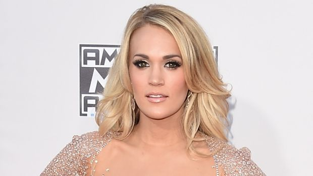 Carrie Underwood looks much the same in photo reportedly taken after facial injury