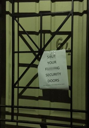 A note on a door in Alexandria instructing residents to keep their doors closed.