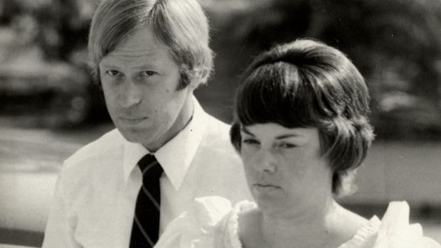 Michael and Lindy Chamberlain arriving at Darwin court.