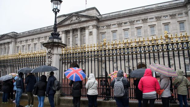 Staff are reportedly gathering at Buckingham Palace.