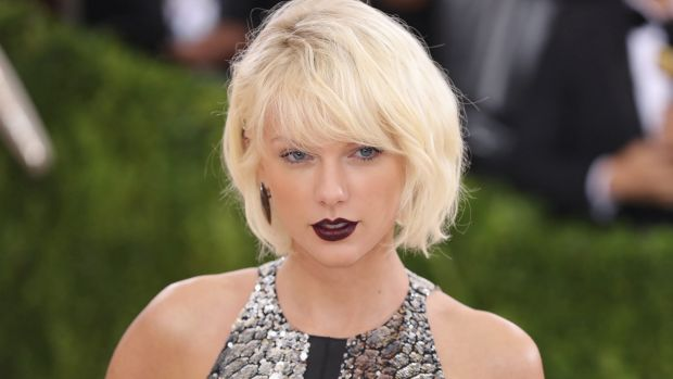 "Taylor Swift attends the ""Manus x Machina: Fashion In An Age Of Technology"" Costume Institute Gala at Metropolitan ..."
