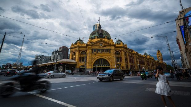 Hundreds of people are moving to Melbourne each week.