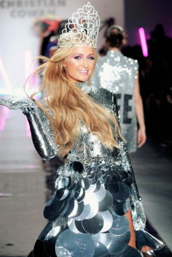 Paris Hilton looked like a latecomer in the Miss Universe National Costume contest, walking in the Christian Cowan in ...