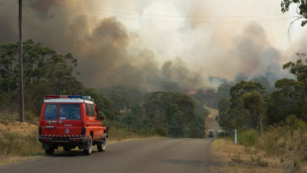 Fast moving bush fire at Widgiewa Rd on Captains Flat Road near Queanbeyan.
