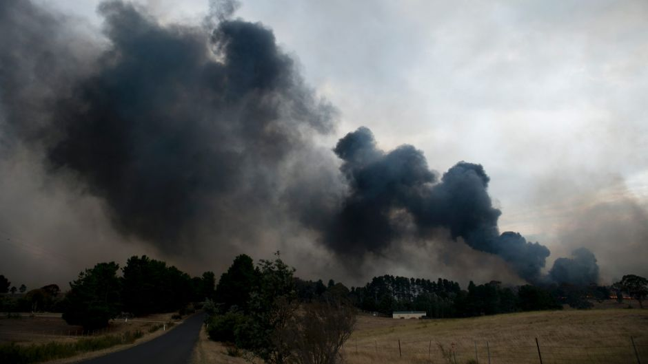 Thick smoke from the grass fire east of Queanbeyan on Friday afternoon.