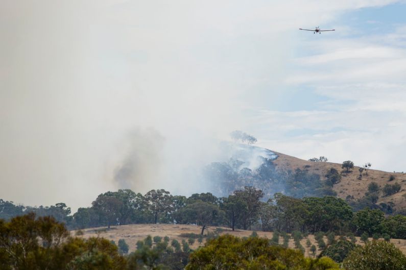 The bushfire at Widgiewa Rd on Captains Flat Road near Queanbeyan, NSW.