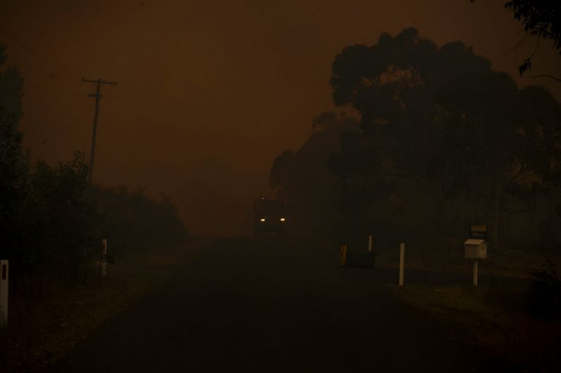 Thick smoke from the bushfire at Widgiewa Rd on Captains Flat Road near Queanbeyan, NSW.