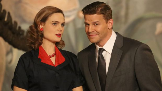 Emily Deschanel and David Boreanaz in an episode of Bones that reimagines the Jeffersonian and FBI teams in 1950s Hollywood.
