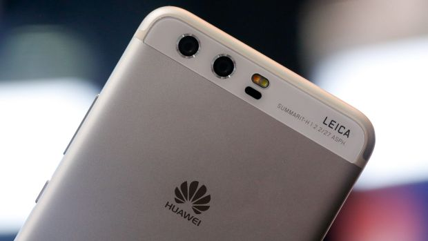 Dual rear facing cameras by Leica sit on the back of the Huawei P10.