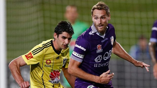 Kiwi trouble: Guliherme Finkler of Wellington and Rostyn Griffiths of Perth compete for the ball.