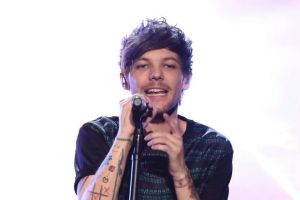 Louis Tomlinson has been arrested for allegedly attacking a photographer at Los Angeles International Airport.