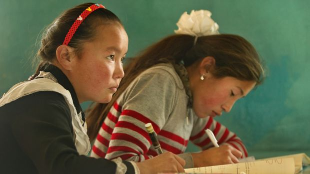 Aisholpan (left) at school, in <i>The Eagle Huntress</i>.