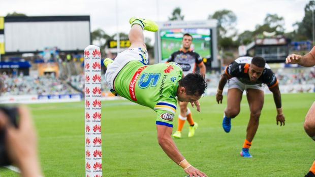 Jordan Rapana dives over to score in the corner for the Raiders.