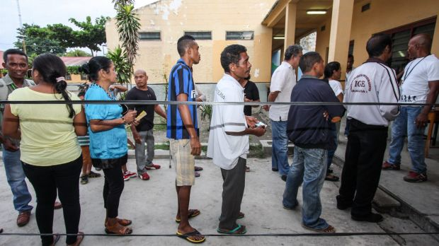 People queue to vote voluntarily in East Timor presidential elections in Farol, Dili, on Monday.