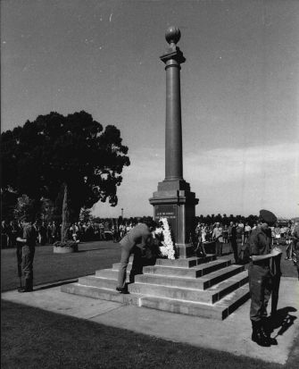 Local World War One veteran Mr George Gresham lays a wreath on Anzac Day in Grafton, NSW, in 1981.