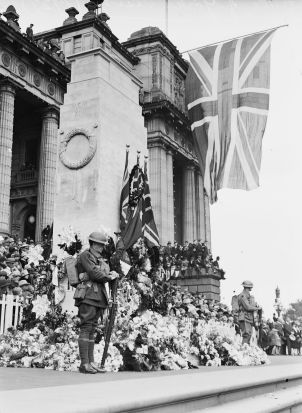 The Anzac Day memorial service at Parliament House, Melbourne in 1927. The Duke and Duchess of York were in attendance.