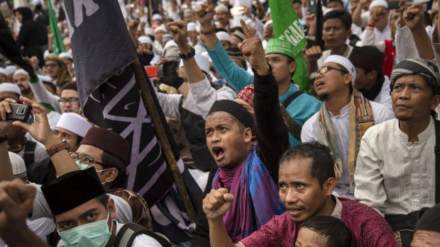 Thousands of Indonesian Muslims protest Ahok in late March.