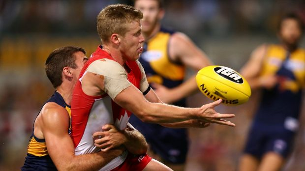 Swan Dan Hannebery gets a handball away as Jamie Cripps lays a tackle.