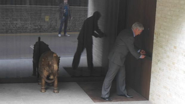 Former trader turned activist Arthur Doohan posts an 'unexplained wealth order' into an alleged kleptocrat's letterbox.