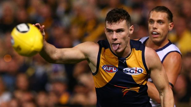 PERTH, AUSTRALIA - APRIL 29: Luke Shuey of the Eagles runs onto the ball during the round six AFL match between the West ...