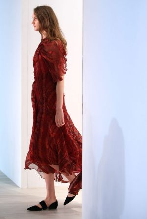 A model walks the runway during the Bianca Spender show at Mercedes-Benz Fashion Week.tty Images)