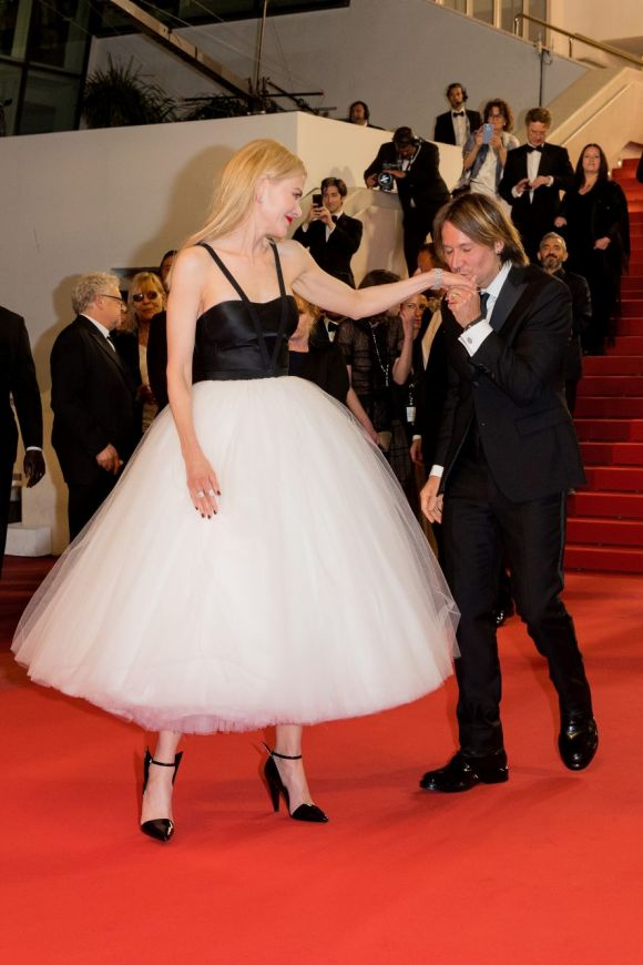 Nicole Kidman and Keith Urban depart after the 'The Killing Of A Sacred Deer' screening holding hands, hugging, sharing ...