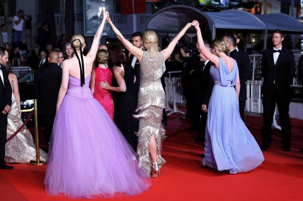 """Kirsten Dunst, Nicole Kidman and Elle Fanning leave the """"The Beguiled"""" screening in style."""
