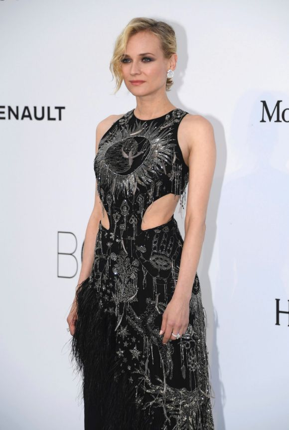 Like Nicole Kidman, Diane Kruger ignore the barely there memo adhere to by models, instead choosing an Alexander McQueen ...