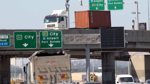 A high toll on a new motorway link between the port and WestConnex would push up trucking companies' costs.