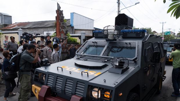 Armed police vehicles complete a practice run to the parole offices in Denpasar where Corby will have to sign papers