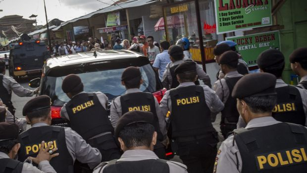 Indonesian police escort Schapelle Corby's vehicle.