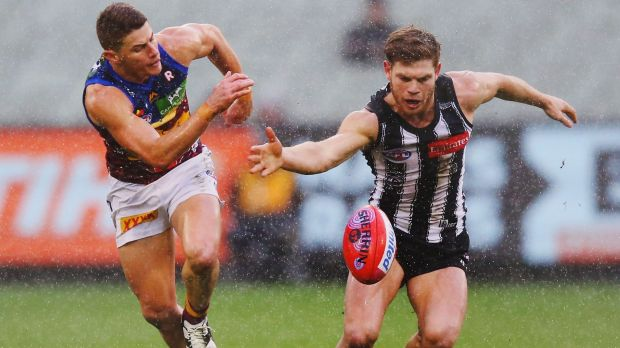 Taylor Adams wins the ball against Dayne Zorko.