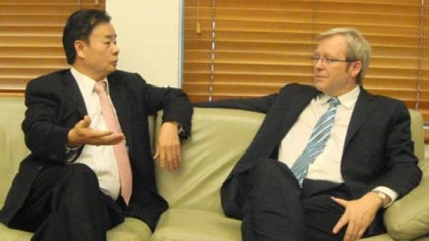 Dr Chau Chak Wing with Kevin Rudd in 2008.