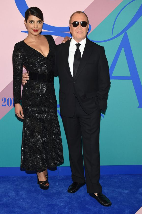 Img 7322 additionally Ff23 Leading Men in addition 10 Fur Accessories To Fancy further Collection besides Celebrity Red Carpet Wrap 20170617 Gwt2ry. on oscar de la renta fairfax