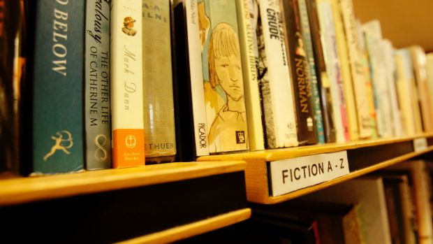 Australians still like to browse for books in bricks-and-mortar shops.