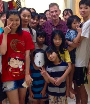 Retired US ambassador Grover Joseph Rees visits the Vietnamese families in detention.