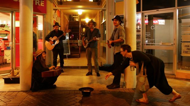 Giving money to other people, including buskers, makes you happy.