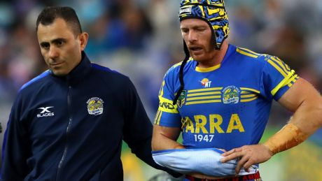 Beau Scott leaves the field against the Dragons with a season-ending injury.