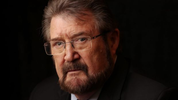 Derryn Hinch faces Section 44 uncertainty over USA social security card