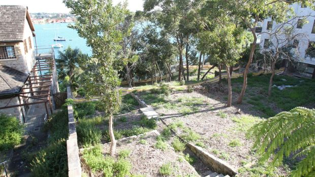Hunters Hill mayor urges legal action against government over toxic site