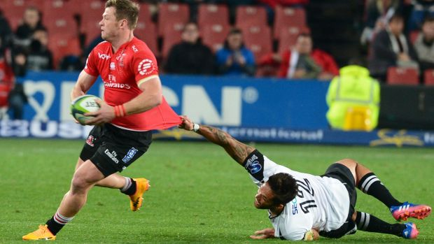 Sensational 13-try Lions maul Sunwolves to keep pressure on Crusaders