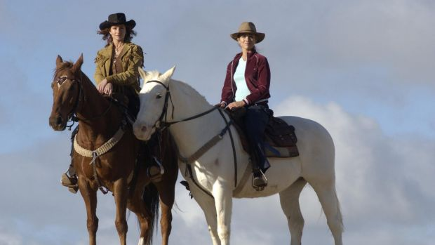 Bridie Carter as Tess McLeod (right) and Simmone Jade MacKinnon as Stevie Hall in McLeod's Daughters.